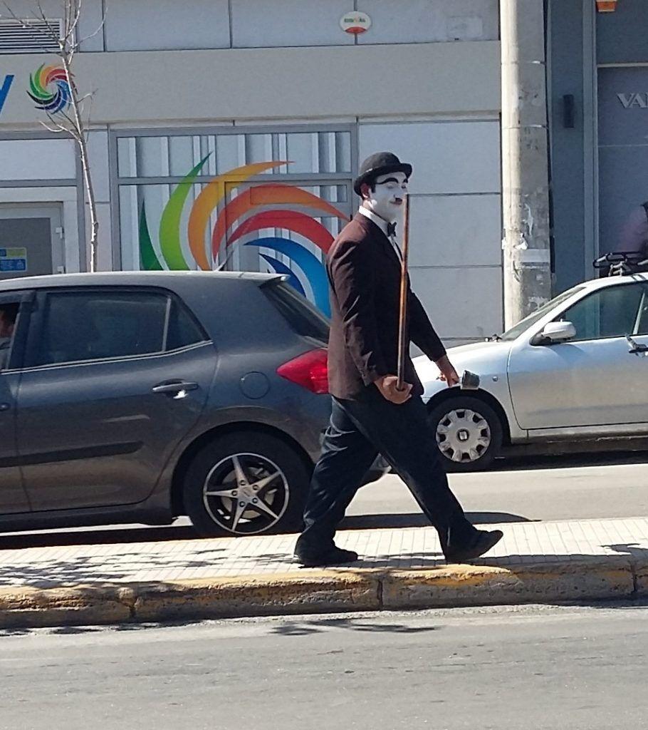 Χαϊδάρι Σήμερα Γεια σου Τσάρλι, βγήκε το μεροκάματο σήμερα; - Street prerformers στη δυτική Αθήνα 1