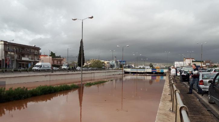 Χαϊδάρι Σήμερα Βιβλική καταστροφή σε Μάνδρα και Μεγάλο Πεύκο - Νεκρή γυναίκα 1