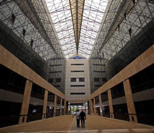 Χαϊδάρι Σήμερα 80 δημόσιοι υπάλληλοι σε 2 κτίρια 80.000 τ.μ. που κοστίζουν 6 εκατ. ετησίως...