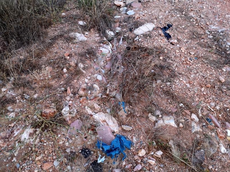εργολάβος του ΑΣΔΑ έριξε σκουπίδια